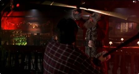 이런 저런 얘기가 진행되는 동안 산타는 스트립바에서 산타무쌍을 진행하고 있다