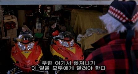 집까지 쳐들어온 산타에 의해 지하 벙커가 뚫리자(...) 할아버지를 남겨두고 퀸카 1호와 함께 탈출.