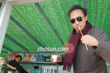 음식을 나누어 먹는 것은 옛부터 애정을 드러내는 아름다운 미덕이었습니다 (c) chosun.com
