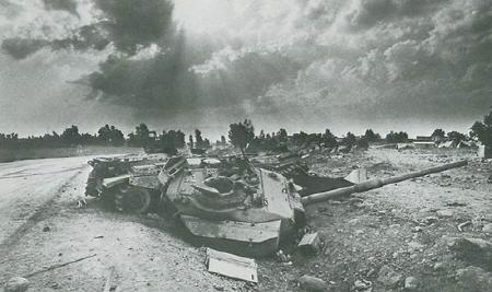 4차 중동전...일명 욤 키푸르 전쟁때 이스라엘 애들 호되게 당했지. 땅에서는 새거, 하늘에는 샘(SAM)...미사일 덕택에 아주 피똥쌌지...