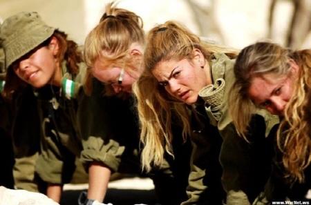 얘들도 군인이다...얼차려도 받는다. 그래도 참...머리는 참 길다.