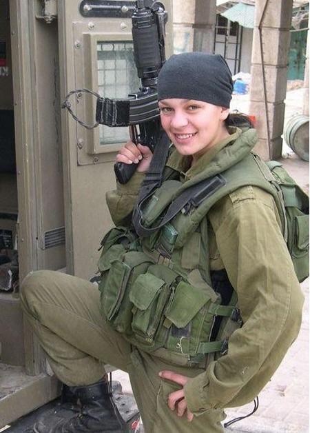 만약 이런 애가 네 옆에서 죽는다면, 너는 어떻겠니? 이스라엘 애들이 이런쪽 관련해서 실전데이터는 많거든...메르카바 봐봐...실전경험 하나만은 미군이랑 막상막하일거야.