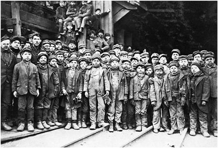 USA --- Child labor in U.S. coal mine. Photo, ca. 1903. 출처