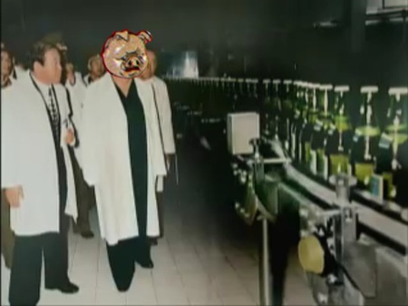 북한의 맥주 공장에 돼지 얼굴을 합성