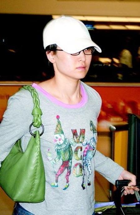 신정아의 알렉산더 맥퀸 삐에로 티셔츠