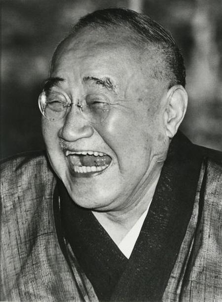요시다 시게루다... 일본인 들에게는 구국의 영웅이겠지만, 우리에게는 좀...그렇다. 일본이 한반도에 전쟁이 일어나길 바라는 이유는 6.25때의 추억 때문이다.  월남전 때도 일본은 전쟁특수를 누렸다. 그러고 보면...참 얄미운 종족이다.