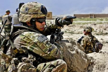 미군이다. 무서운 놈들... 이것들은 외계인과 싸워 이길 전력을 추구하는 것 같다.  미 공군과 실력적으로 맞서 싸울만한 존재가 미해군인 게 미 군사력의 실체이다.  하긴 전세계 국방비의 총합에서 절반(48~51% 사이)을 쓰고 있는게 미군 아닌가.  무서운 놈들....