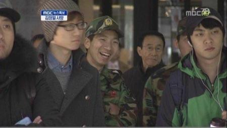 김정일 사망 소식에 웃는 예비군