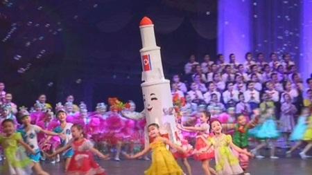 이쯤에서 떠오르는 북한의 미사일 모에(…)