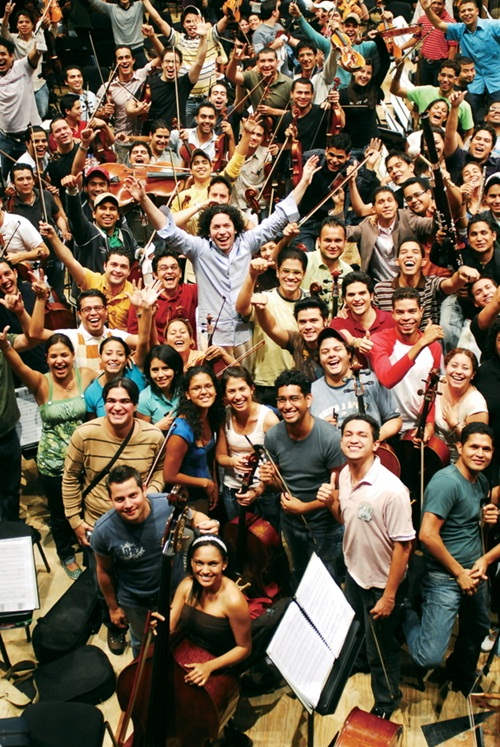 이른바 기적의 오케스트라, 엘 시스테마도 차베스 정부의 전폭적인 지원을 받았다.