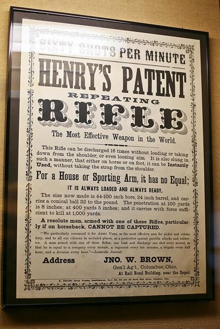 19세기의 총 광고. 이 총은 유명 총기 회사인 윈체스터 사의 것이다. 캘리포니아 주 윈체스터 미스터리 하우스 소장. (* 출처: http://www.flickr.com/photos/nerdcoregirl/4183324731/)