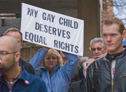 """""""내 게이 아이도 같은 권리를 가지고 있다."""""""