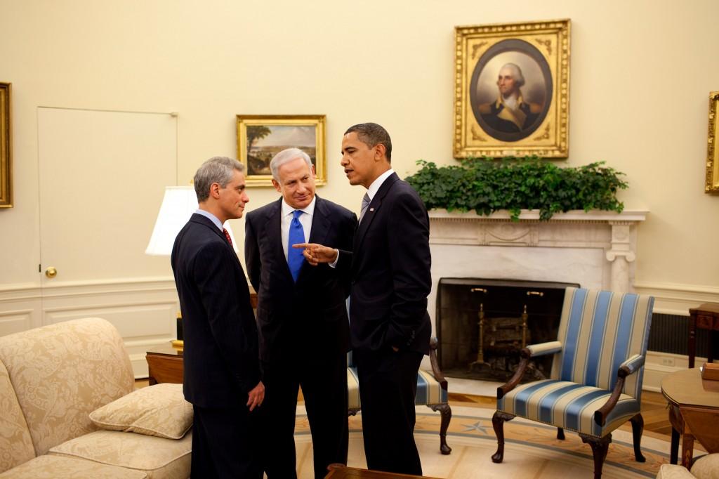민주당 오바마 대통령의 미국에서도 기독교 근본주의는 현재진행형의 문제이다. 2009년 5월, 오바마 대통령과 네타냐후 이스라엘 총리, 당시 백악관 비서실장 람 이매뉴얼이 대화하는 모습 © White House / Pete Souza