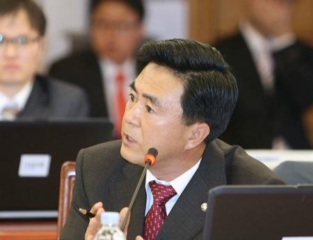 새누리당, '국정원 선거개입 사태' 민주당에 사과 요구, 각계 뜨거운 반응
