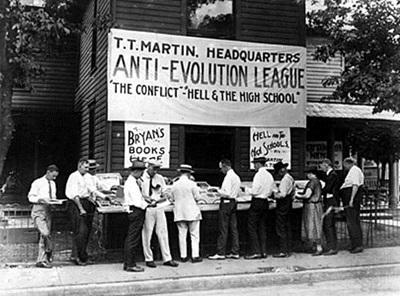 당시 창조론자들의 항의행동.