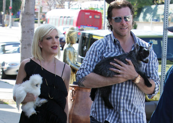 Tori-Spelling-and-Dylan-McDermott-spl256950_003-590-lc081012