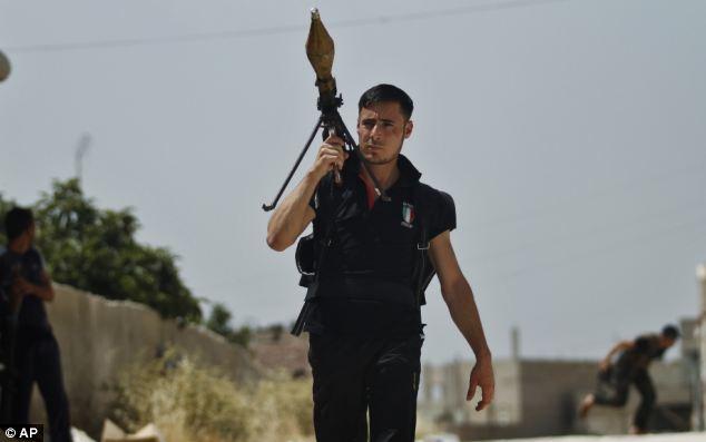 한때 웹상에서 화제가 되었던 시리아 간지 반군. 그러나 간지는 따라할 수 있어도 조직력은 엘리트를 따라잡기가 어렵다. 시리아 반군은 지금도 고전하고 있다.