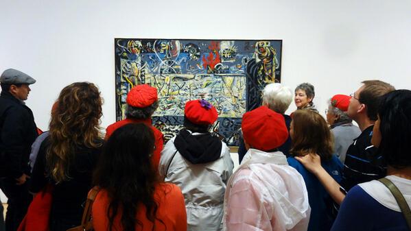 오늘 SF MOMA, 잭슨 폴락 그림 앞에 큐레이터와 함께 우르르 모여있는 사람들. 당췌 암만 봐도 우리 아빠 그림이 훨씬 낫구만 뭘. 사람들이 거참.