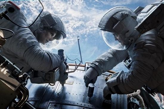 ▲ '그래비티'는 극적인 서사 전개를 위해 물리법칙에 어긋나는 장면을 집어넣는다. ⓒ 영화 '그래비티' 화면 갈무리
