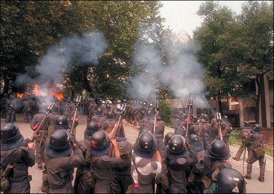 운동권을 발본색원할 레벨이었던 96년 연대사태 진압.