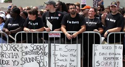 """""""주류""""기독교계의 LGBT 공동체에 대한 처우를 반성하는 기독교단체 'The Marin Foundation'. """"미안해 캠페인""""은 기독교인들이 LGBT 공동체에 끼친 해를 사죄하는 독창적인 사랑의 행동주의였다."""