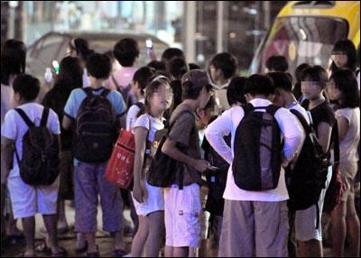 세계에서 가장 행복하지 않은 아이들을 만드는 나라, 한국