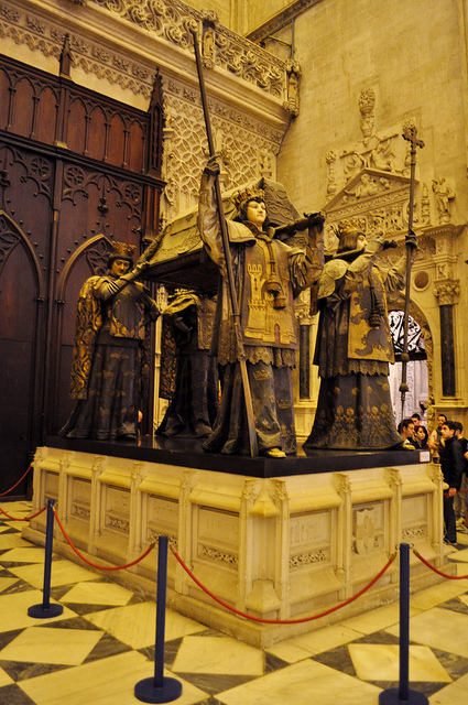 크리스토퍼 콜럼버스의 무덤. 스페인 세빌랴. (*출처: http://www.flickr.com/photos/thewilkybarkid/5563803233/)