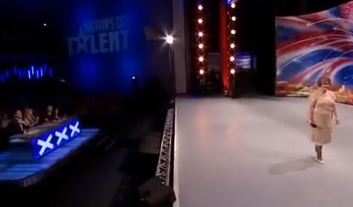 무대에서 내려가는 진숙.