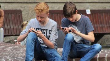아이에게 '핸드폰 좀 그만 들여다봐라'고 말하기 전에 고칠 점