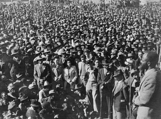 아파르트헤이트 종식 기념 집회에 모인 남아공 사람들