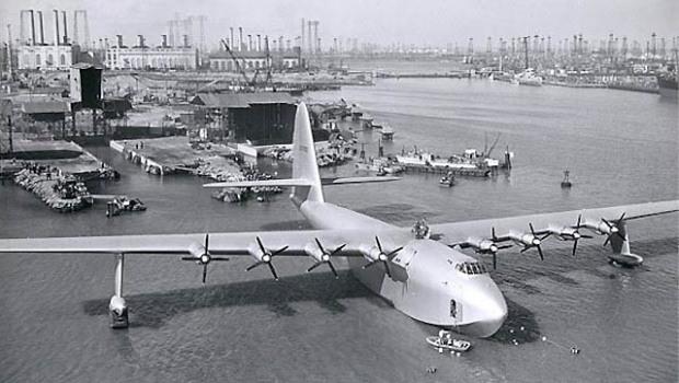 'Spruce Goose'라는 별명이 붙은 Hughes H-4 Hercules