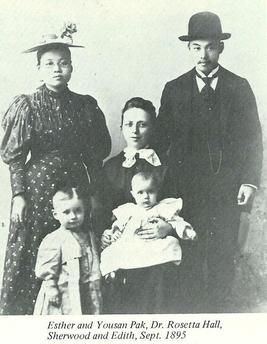 (왼쪽 위부터) 박에스더, 박유산, 로제타 홀 박사와 그의 아이인 셔우드, 이디스