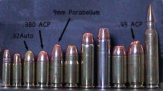 PPk 에 들어가는 .32 Auto(예전 본드가 쓰던) 및 .380 ACP(새 본드가 쓰는)와 P99에 들어가는 9mm Parabellum의 비교.