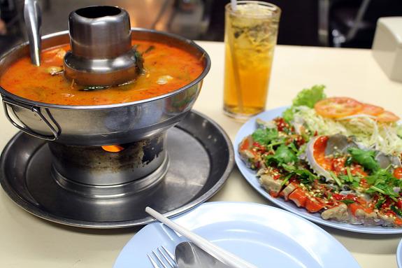 '손통 포차나'의 똠양꿍과 태국식 게장 '뿌덩'