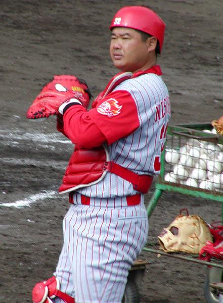 안경은 끼지 않았지만 노다를 닮은 니시야마.