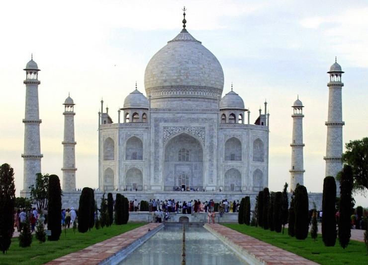 보통 우리가 보는 인도 타지마할은 이런 모습입니다만