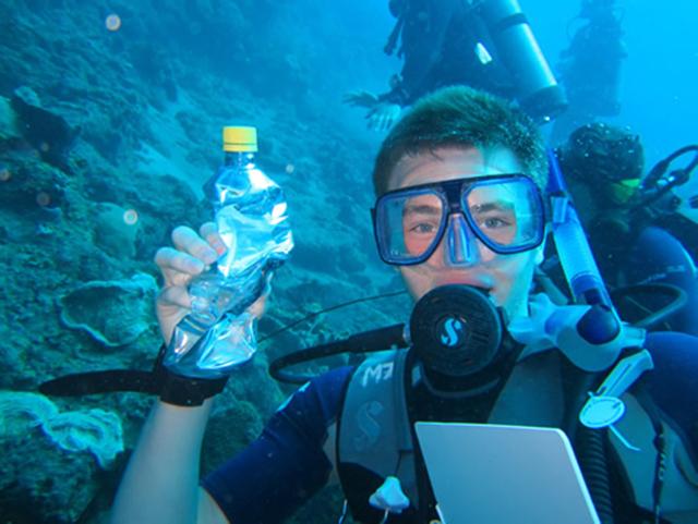 공기 부피의 감소로 찌그러진 병(이미지 출처: http://seasaba.com/news_images/samford_boyles_demonstrated.jpg )