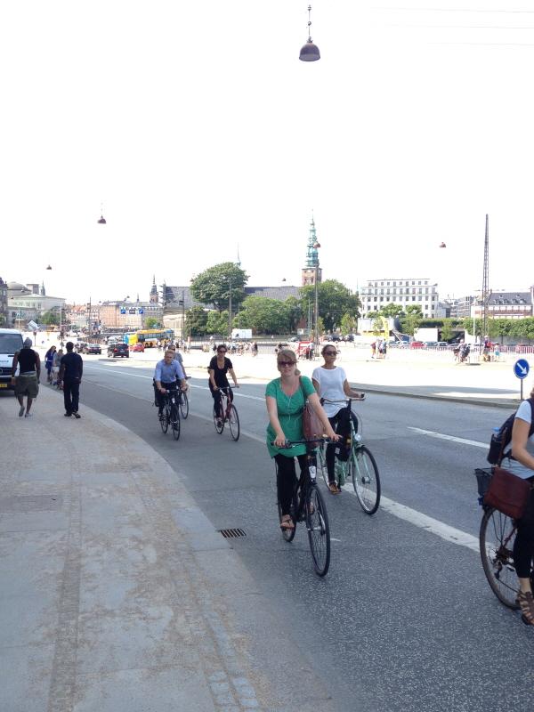 덴마크 자전거 라이더들이 헬멧을 쓰지 않는 이유