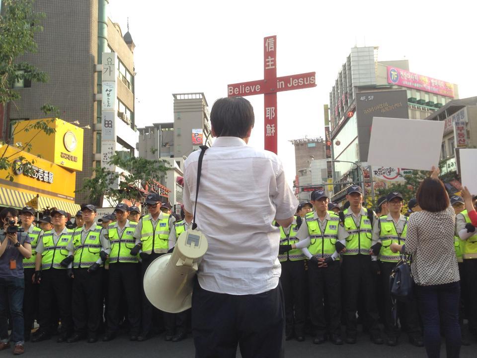 퀴어 퍼레이드 기독교 항의 개드립 모음