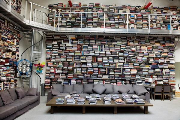 칼 라거펠드[Karl Lagerfeld]의 서재. (출처: http://www.bornrich.com/reading.html)
