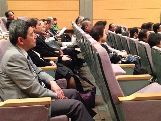 ▲ 지난 26일 도쿄 한국YMCA 지하 강당에서 열린 안중근 104주기 추도식에 참석한 사람들 ⓒ 박철현