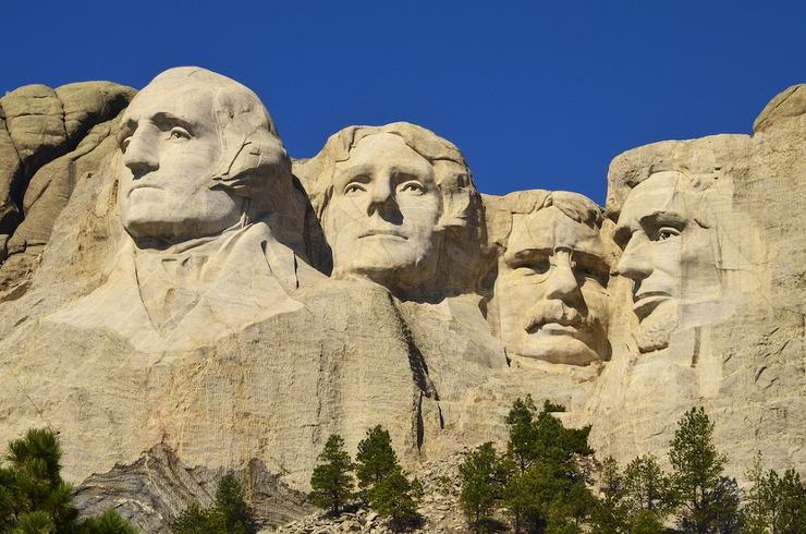 러시모어 산에 조각되어진 미국 대통령 큰 바위 얼굴은