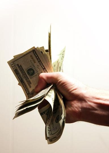 돈으로 뽑은 직원, 돈 때문에 나간다.