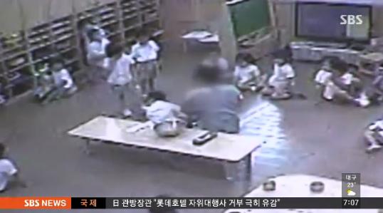 아이들 구조신호를 무시했다고 자책하는 부모들: 부산 유치원생 학대 사건
