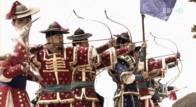 임진왜란 후기의 조선군의 복장. 조선군도 일본군이나 명군에 못지 않은 복장 체계를 갖춘 갑옷을 병사들에게 지급하고 있었다. 조선군의 갑옷의 능력은 일반적인 동시대의 갑옷에 비하여도 방호력이 우수한것으로 알려진다. 출처: EBS