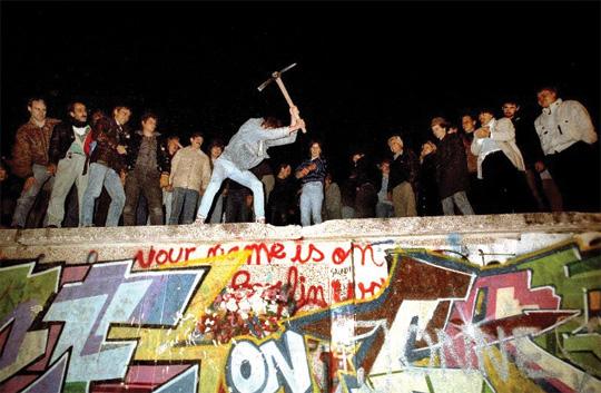 베를린 장벽이 무너졌다고, 통일이 완성된 건 아니다.