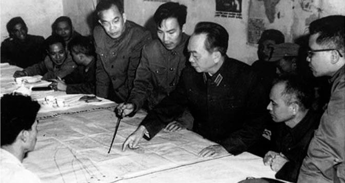 베트남 전쟁을 승리로 이끈 보 구엔 지압 장군. 베트남 건국의 아버지 호치민의 친척으로 일선 학교 선생님이였다가 군사 지휘관이 된 경력을 가지고 있다. 1차 베트남 전쟁에서 프랑스군을 2차 베트남 전쟁에서 미군을 그리고 3차 베트남 전쟁에서 중국을 격퇴시켜 20세기 최고의 군사 전략가로 불리기도 한다.