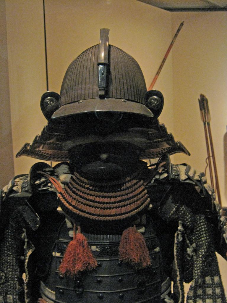 18세기의 일본 갑옷. 뉴욕 메트로폴리탄 미술관 소장.