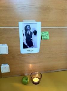 (하이퍼 아일랜드 방문 전날 스티브 잡스가 사망했습니다. 디지털을 공부하는 학생이니만큼 스티브 잡스에 대한 생각이 남다르겠죠. 그들이 만든 추모 공간이 이채로웠습니다.)