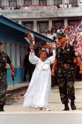 2000년 방북 후 판문점 귀환 장면 ⓒ연합뉴스